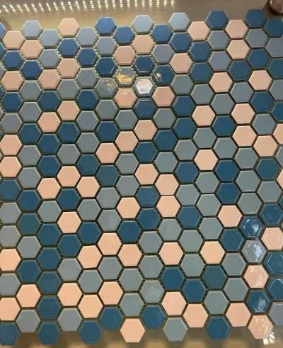 ترکیب سفید و آبی روشن و آبی تیره شش ضلعی