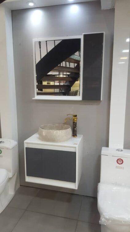 کابینت سفید با درب طوسی   ابعاد 40*70   همراه سنگ طبیعی کرم